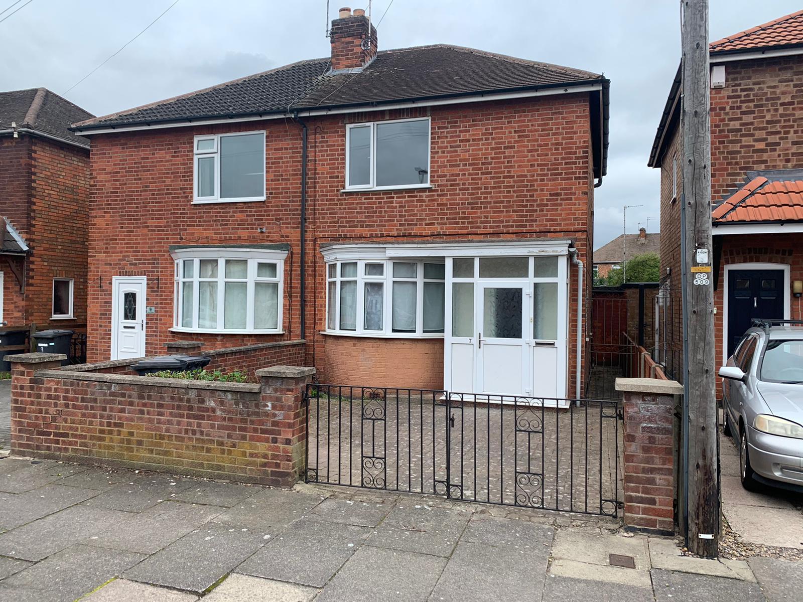 2 Bed – Alton Road, Aylestone, Leicester, LE2 8QB. £850 PCM